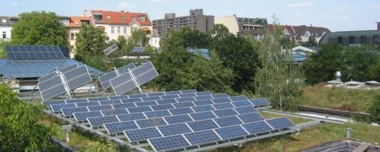 Gründach und Solarforschungsprojekt ufaFabrik