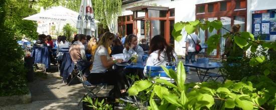 Der Sommergarten des Café Olé