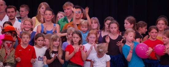 Kindergruppe bei der Abschlussshow Ferienpass
