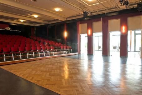 Theatersaal mit freiem Parkett