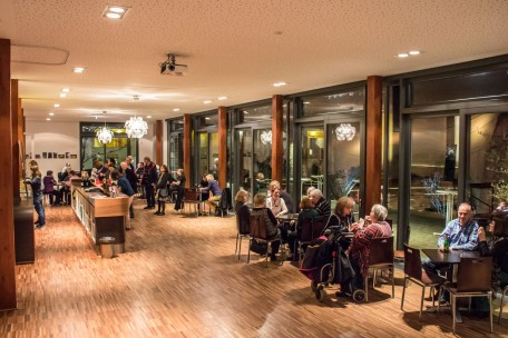 Saal Foyer am Abend